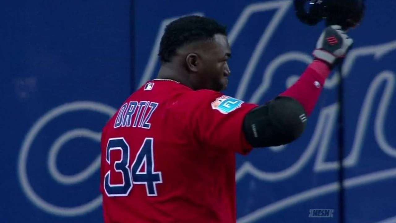 Ortiz salutes crowd in Montreal