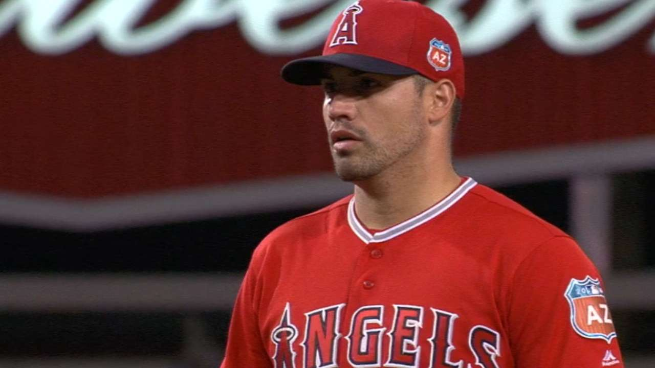 Santiago in command as Angels top Dodgers