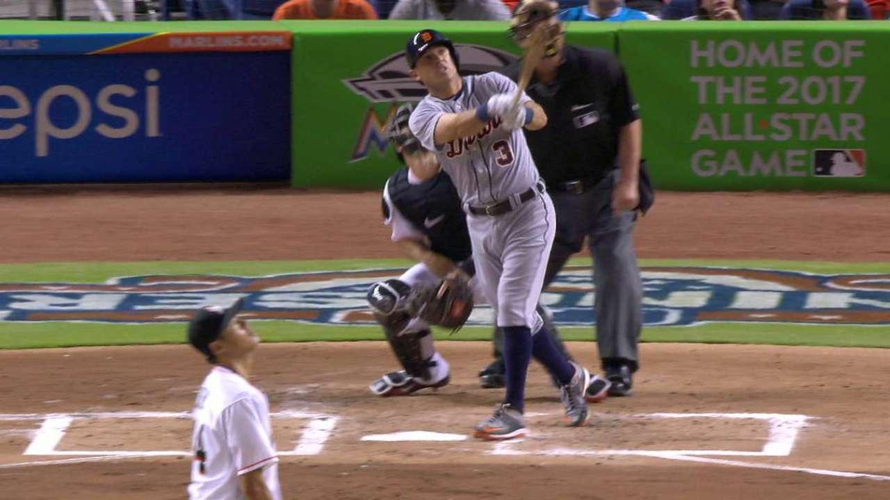 Kinsler's three-run homer