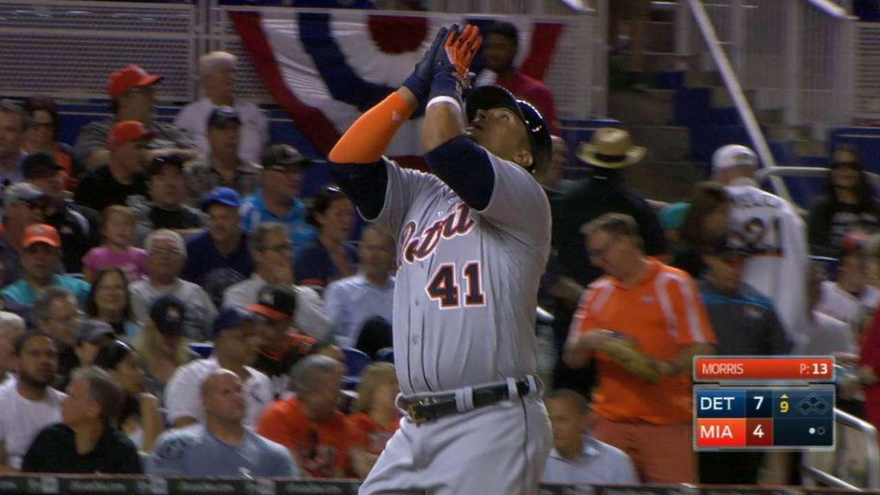 Martinez's pinch-hit homer