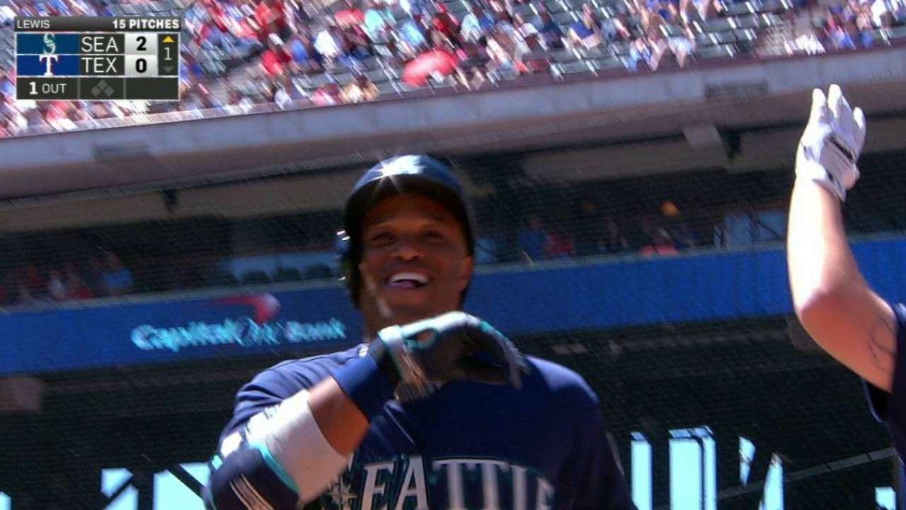 Cano's homer opens the scoring