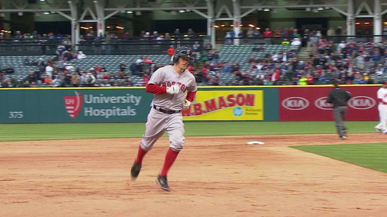 Holt on mark with HR, heads-up baserunning