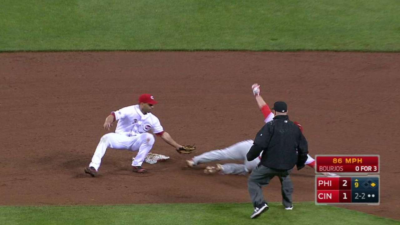 Mesoraco catches Ruf stealing