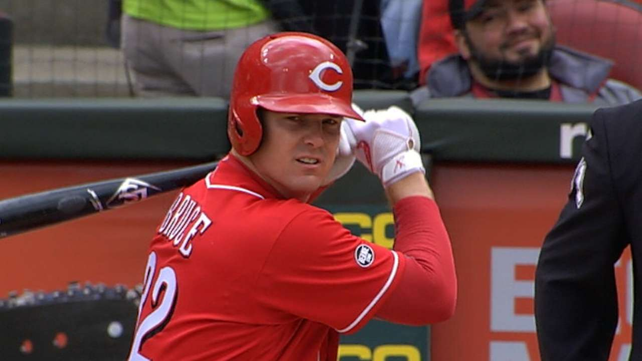 Reds pull away in 4th
