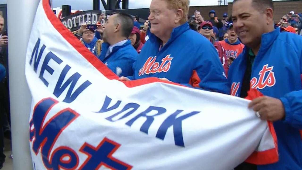 Mets raise 2015 banner