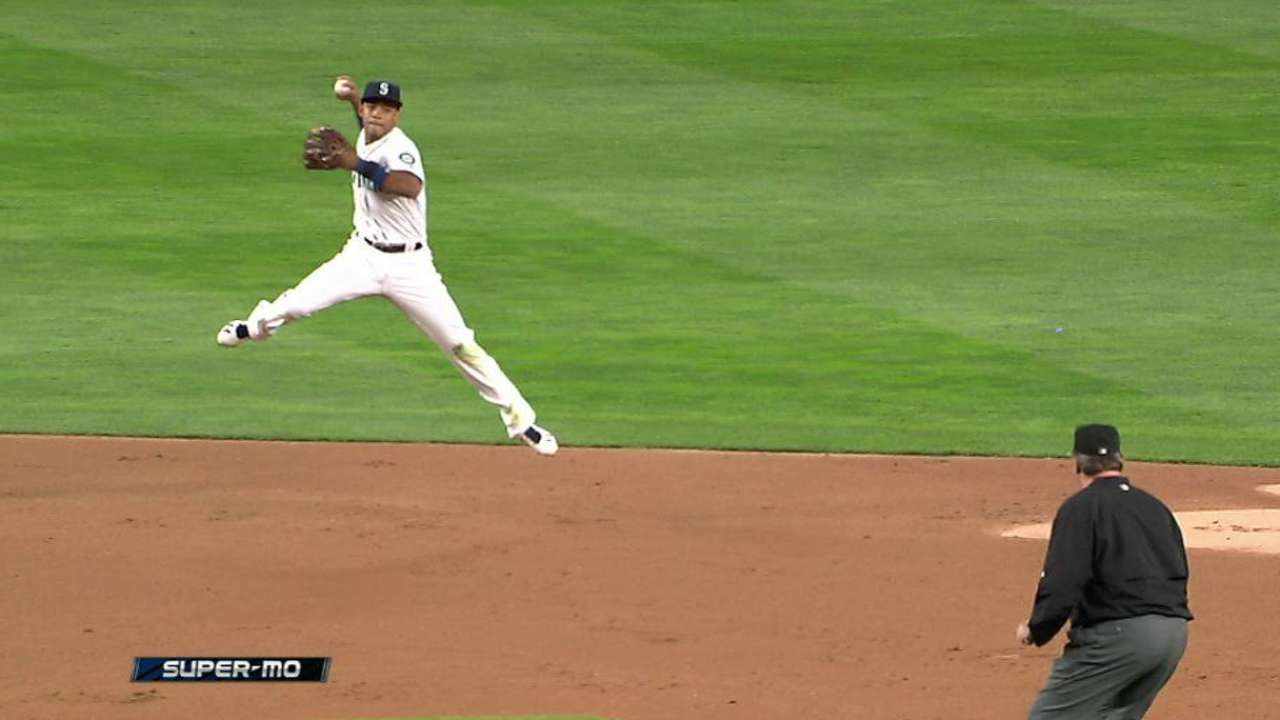 Marte's jumping throw