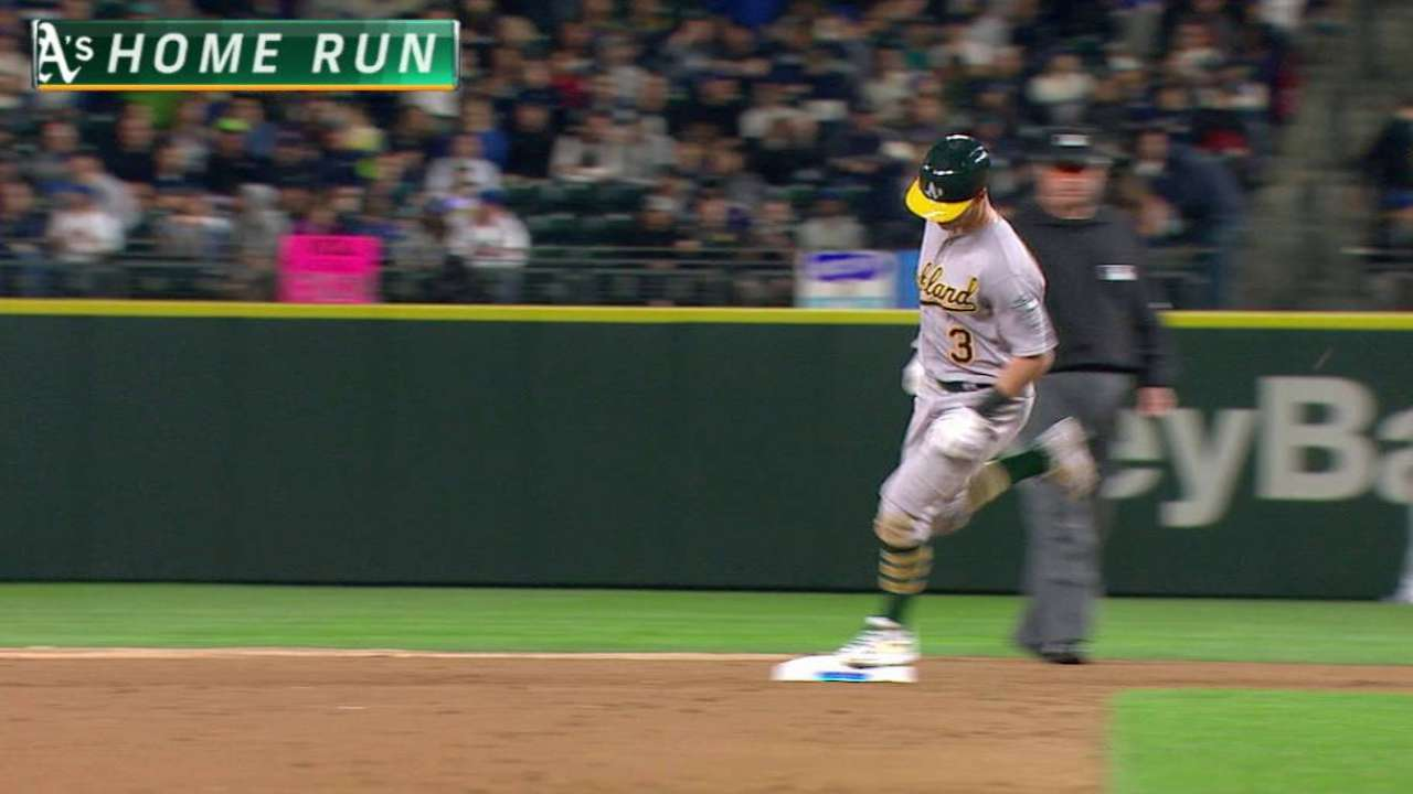 Coghlan's first A's HR seals win over Mariners