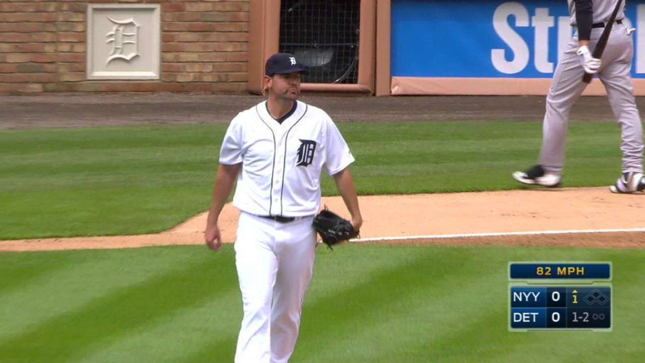 Pelfrey moves past rough first start with Tigers