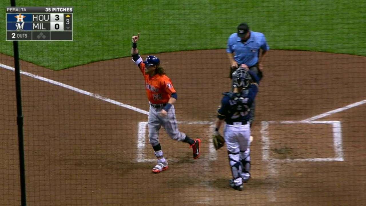 Astros le pegan a Milwaukee con 2 HR de Colby Rasmus
