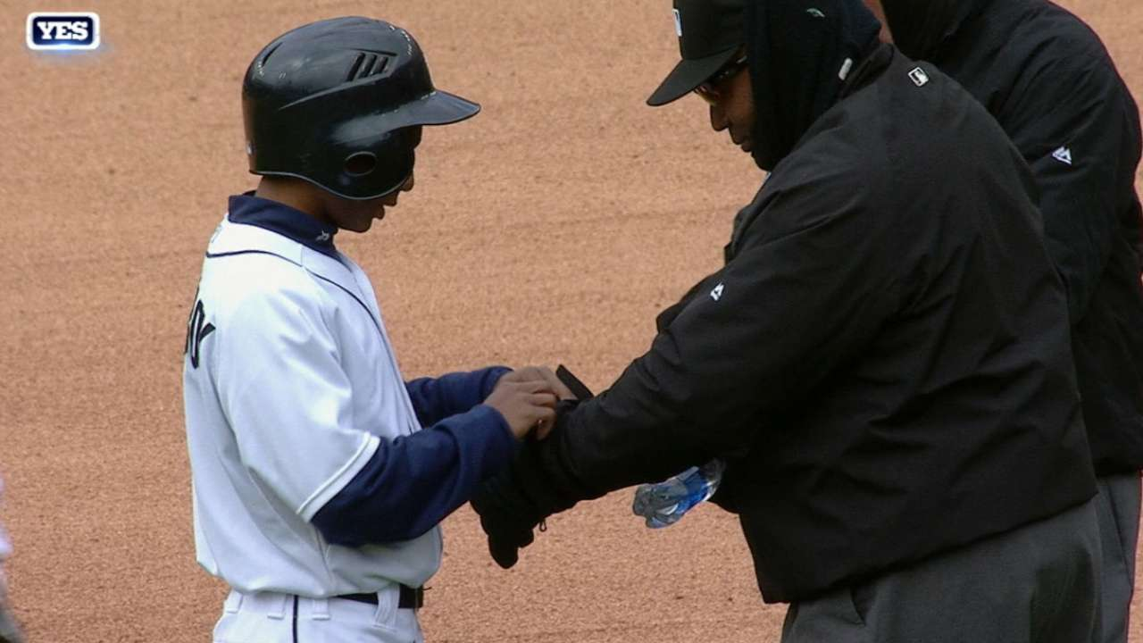 Tigers, Yanks play coldest game at Comerica