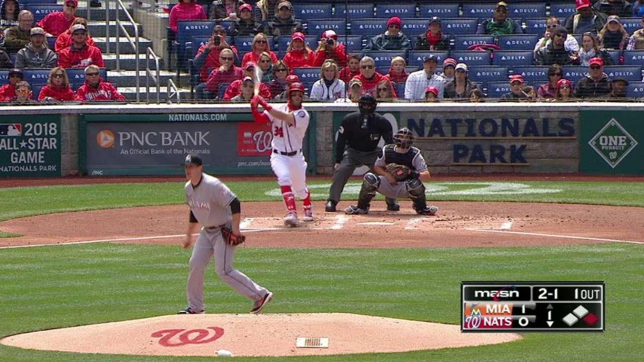 In opposing dugout, Harper has fan in Bonds