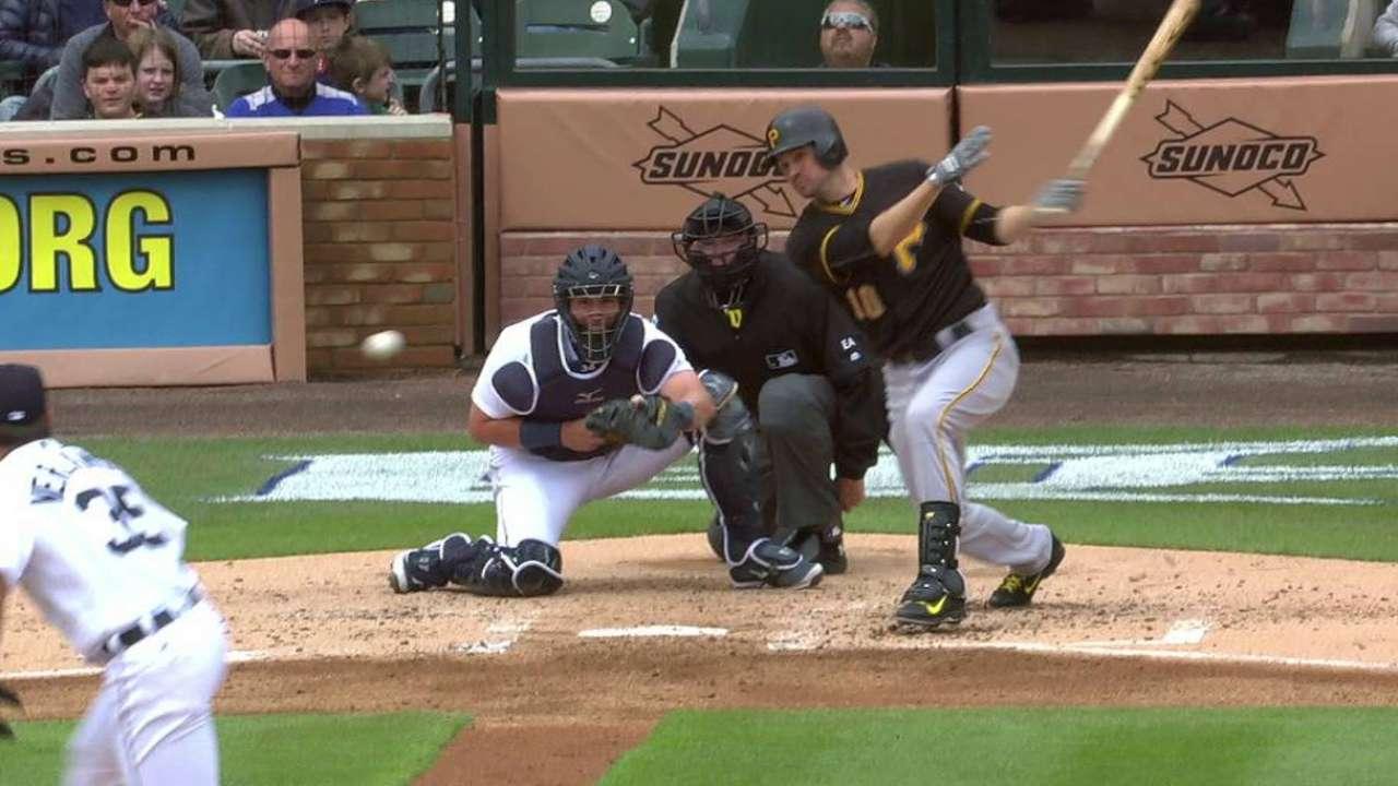 Bucs' bats unfazed by Verlander in win