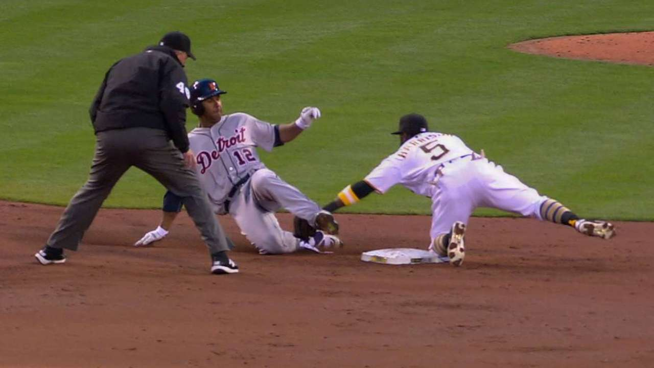 Cutch throws out Gose at second