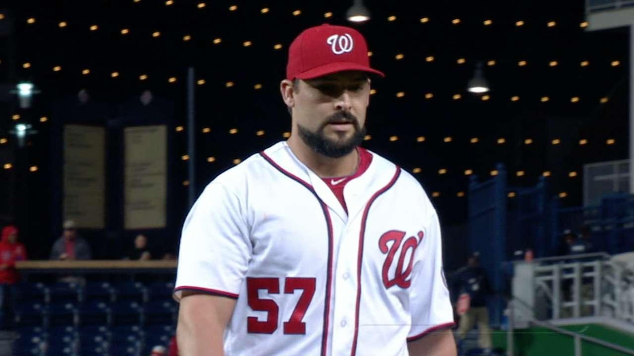 Fill-in Roark leads Nats' shutout of winless Braves