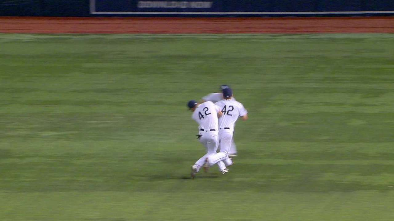 Kiermaier, Forsythe exit after outfield collision