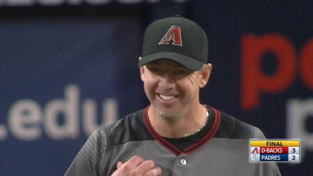 D-backs steal a run in ninth to top Padres