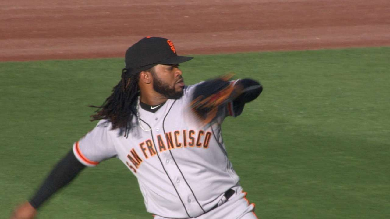 Giants back Cueto's gem, hold off Dodgers