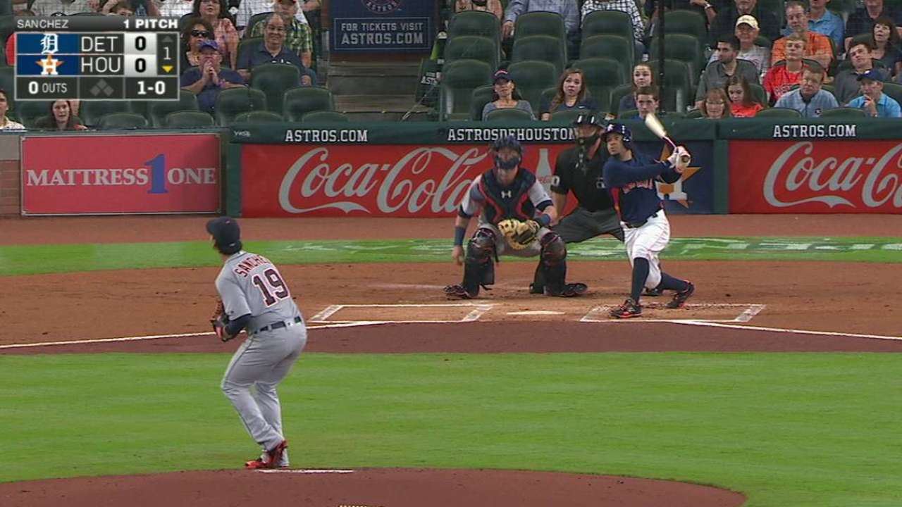 Altuve sparks Astros with rare opposite-field HR