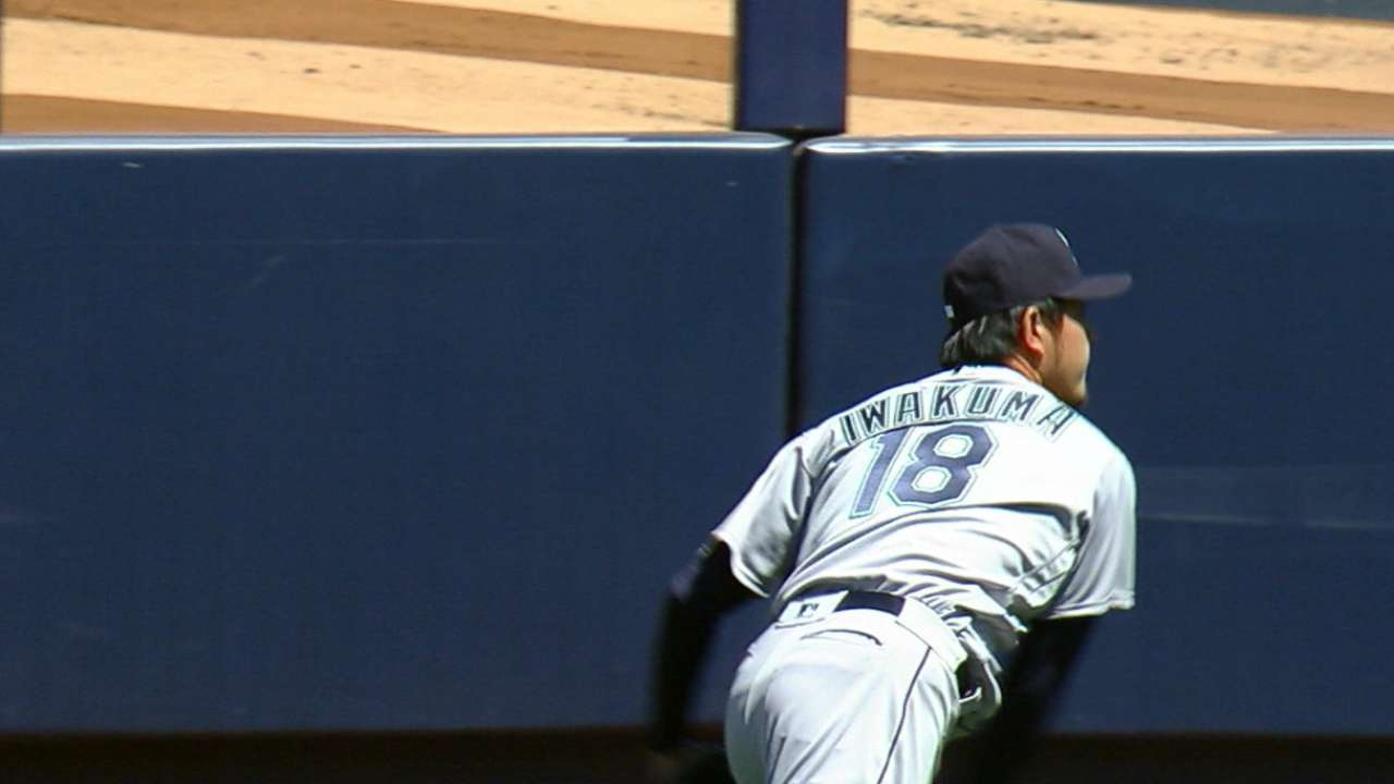 Iwakuma calls it 'exciting' to oppose Tanaka