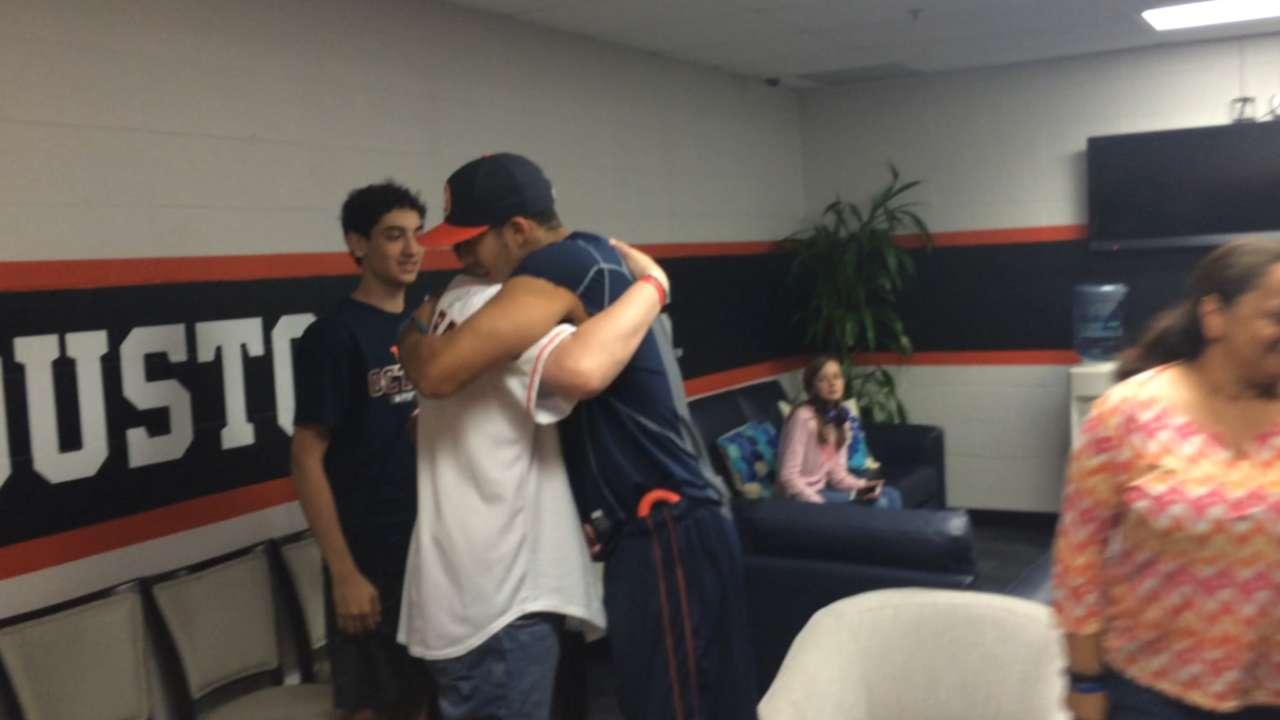 Correa meets with Astros fan
