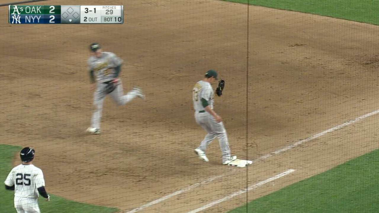 Canha's nice play ends inning