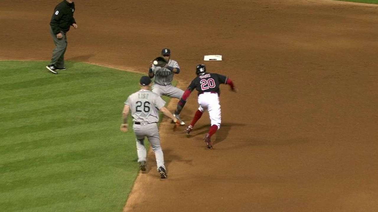 Cubs call up veteran reliever Peralta
