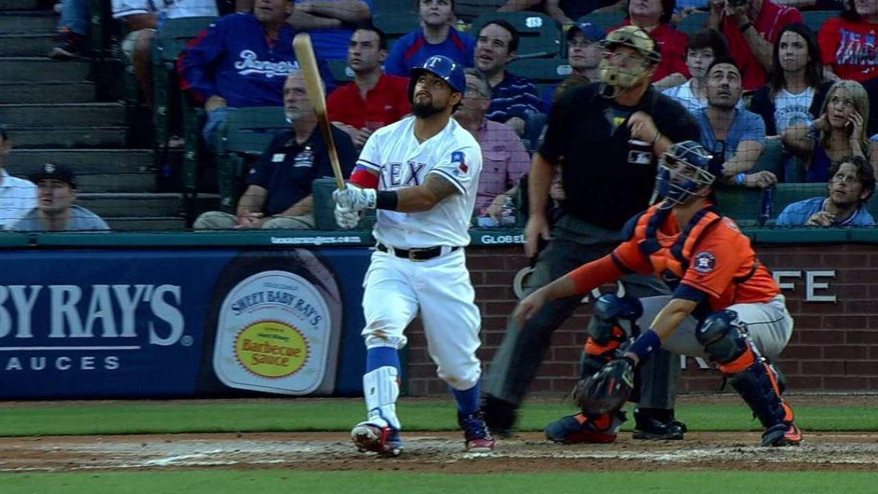Hamels brilla, Odor pega HR y Rangers superan a Astros