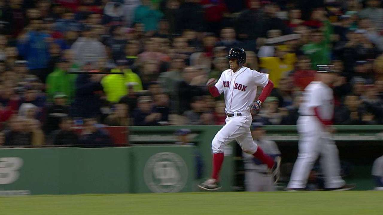 Bogaerts leaves game with injury