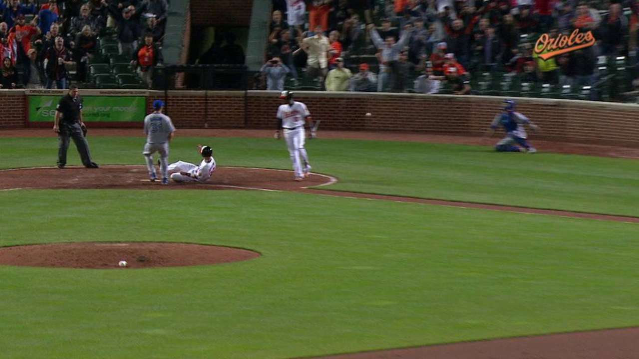 O's win on bases-loaded passed ball in 10th