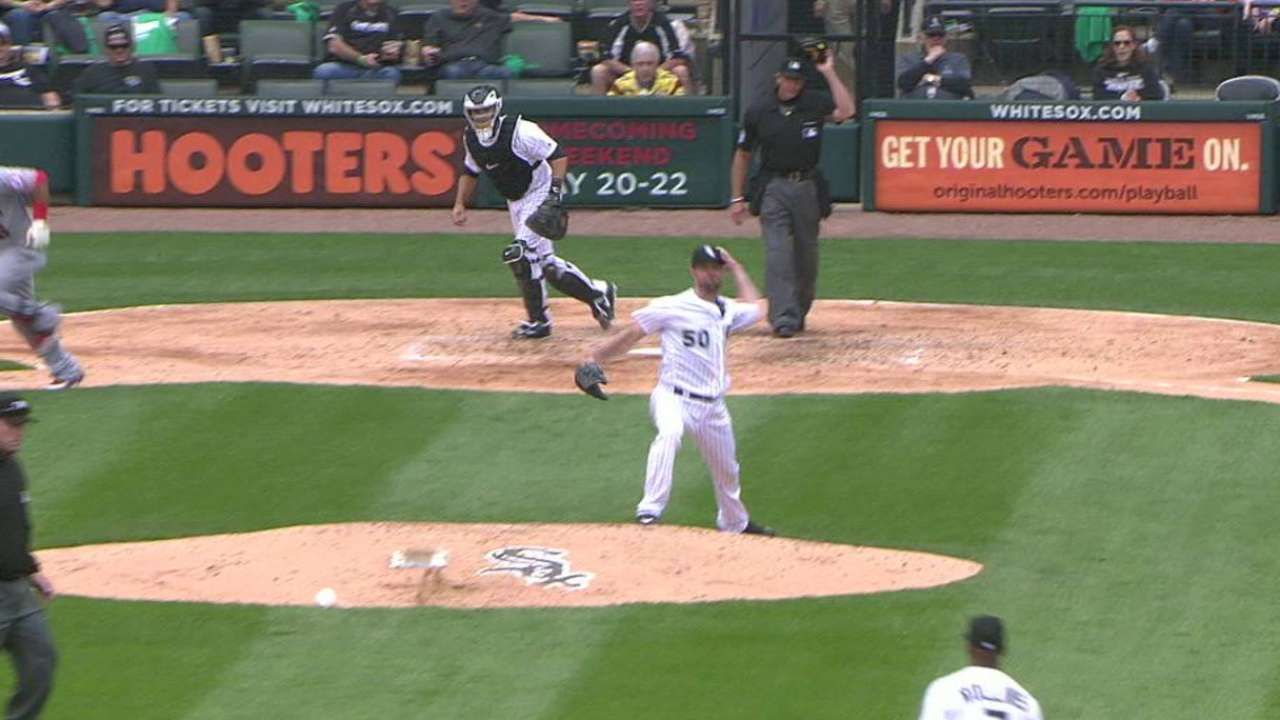 Braves give Danks a shot to revive career