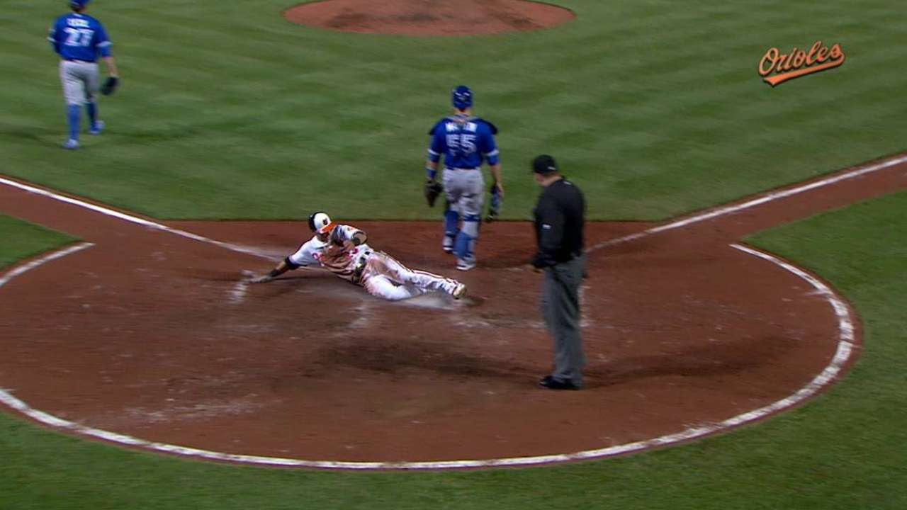 O's strike after passed ball, cap rally vs. Blue Jays