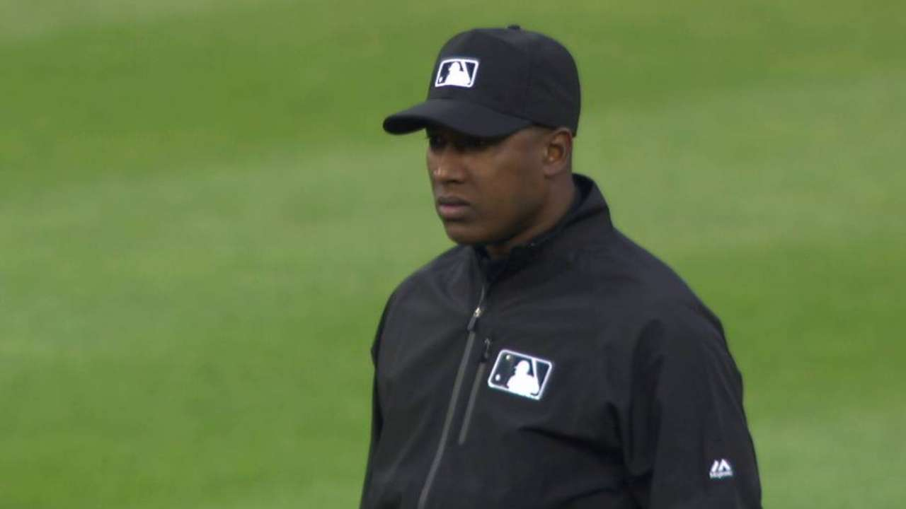 De Jesus debuts as first MLB umpire from DR