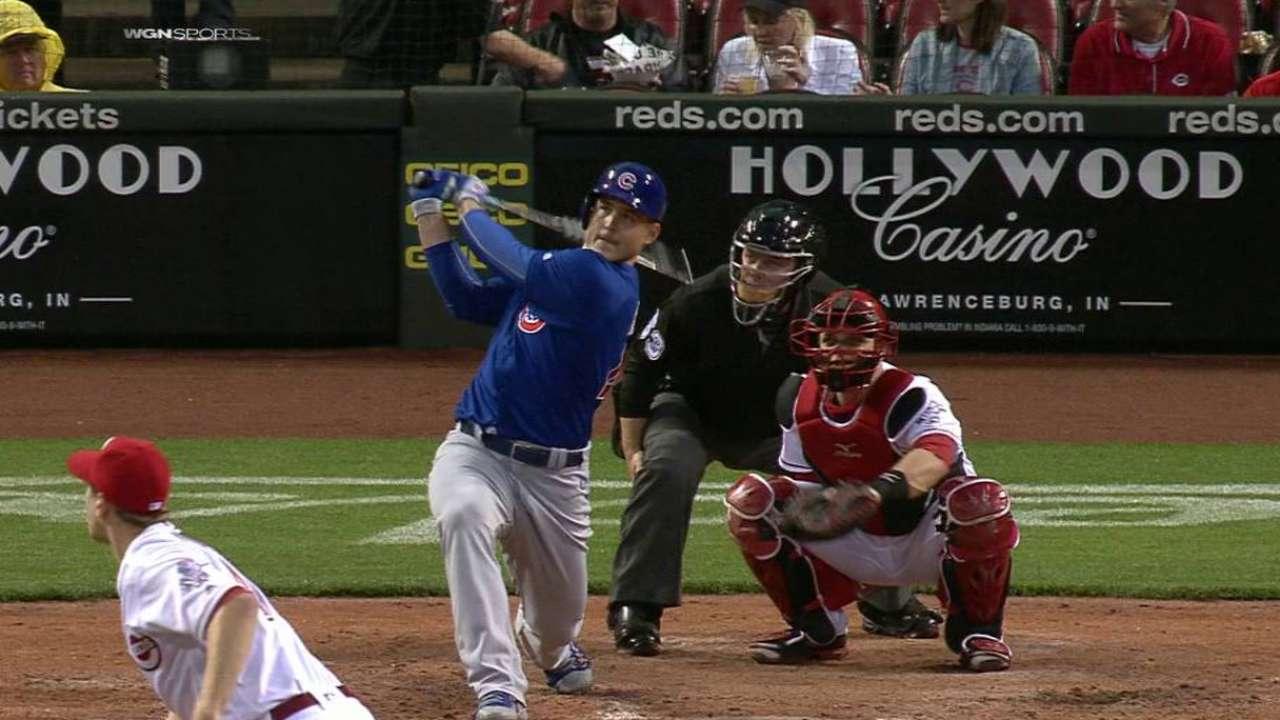 Lester conduce al triunfo con su brazo y su bate