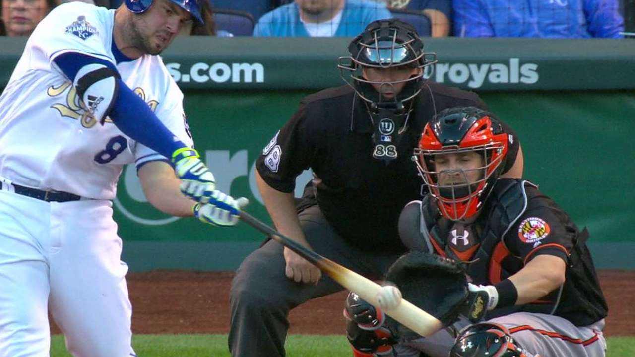 Moustakas' HR sets tone as Royals clip O's