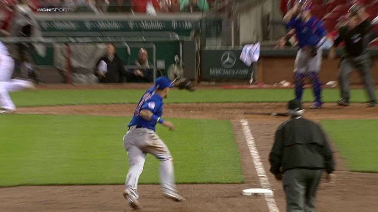Baez shows off 'court awareness' in near triple play