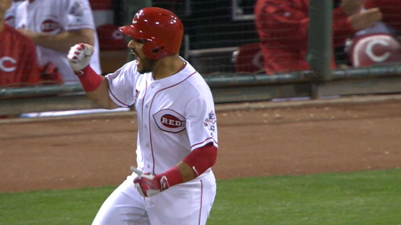 Reds score seven in the 6th