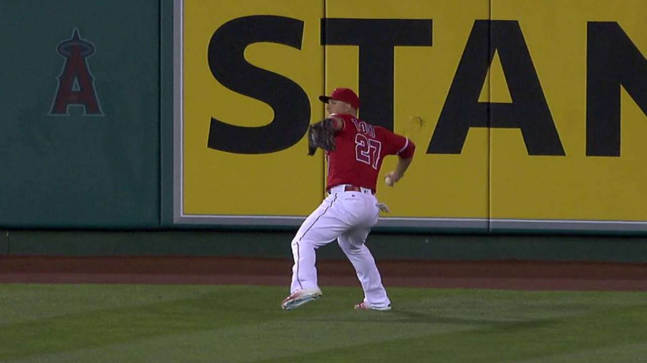 Trout flashes super powers after foul off foot