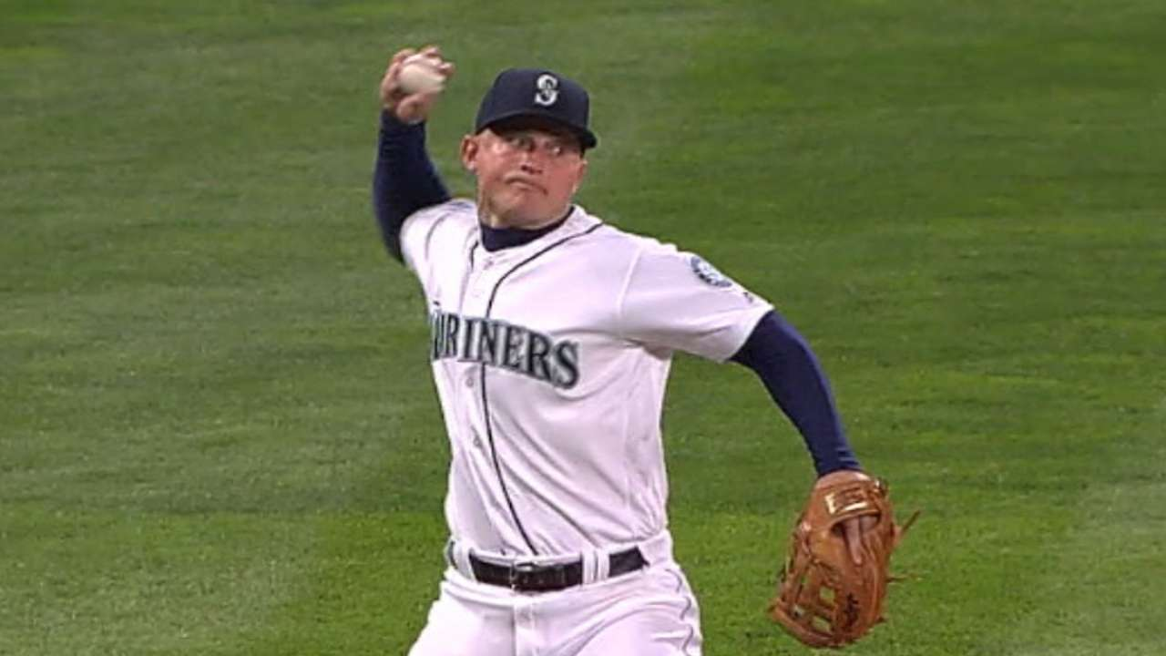 Seager nabs Correa in the 5th
