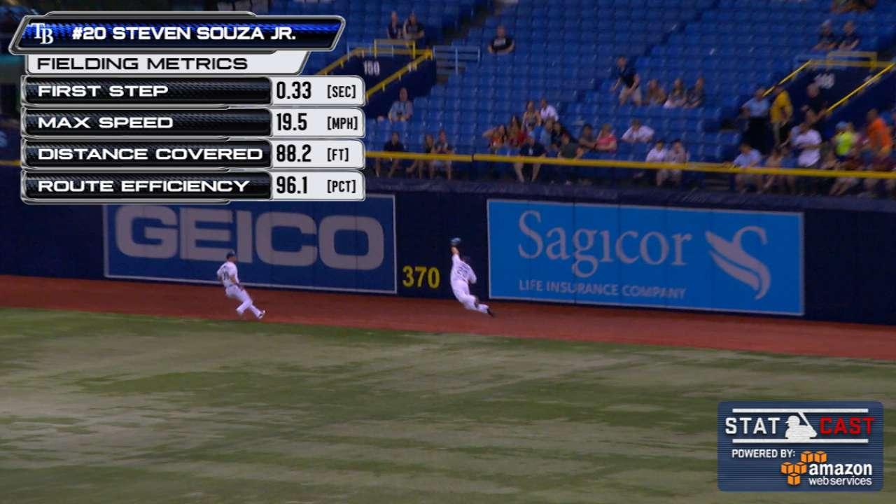 Souza makes spectacular snag on Davis' drive