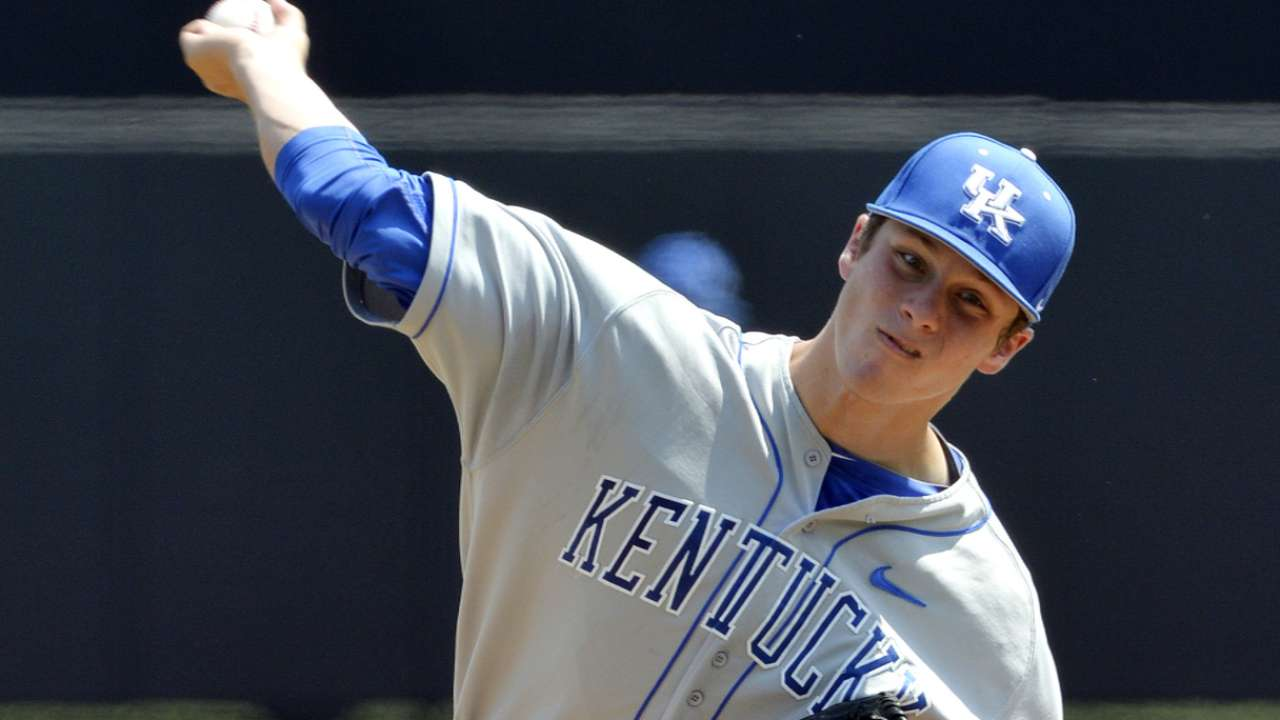 Fifth-round pick Brown signs with Brewers