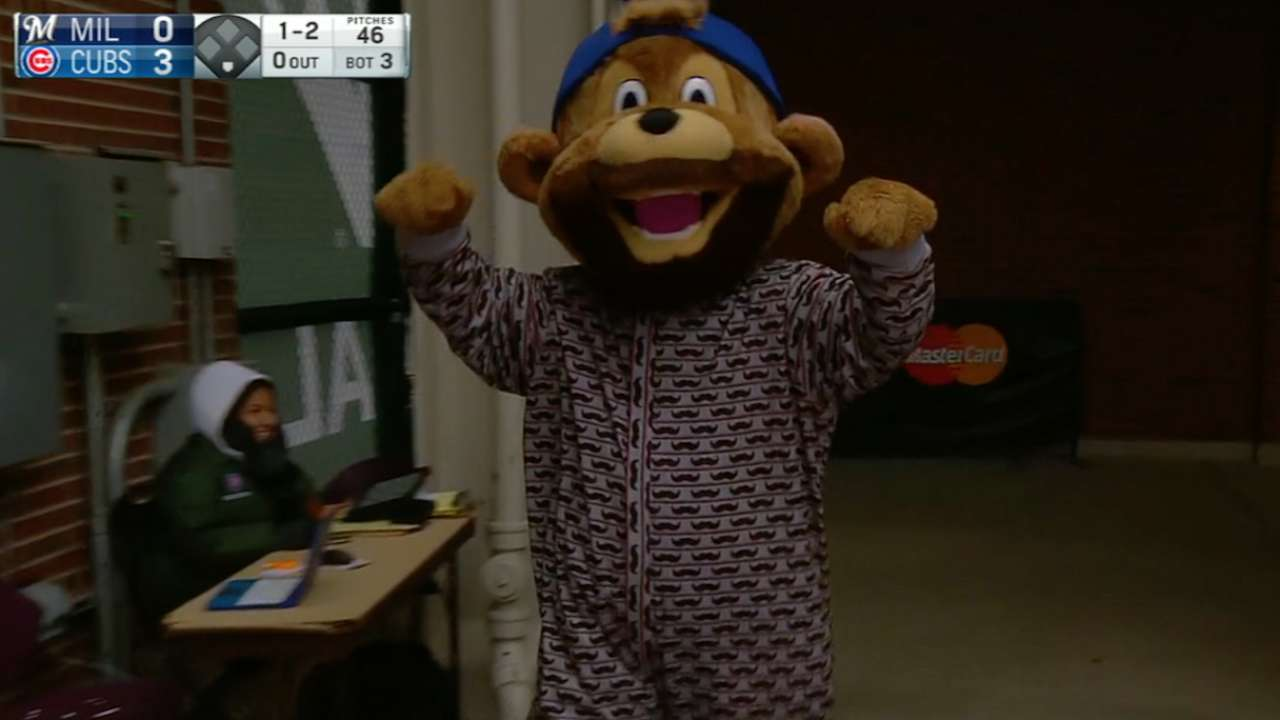 Set for onesie trip, Arrieta has no-no flashbacks