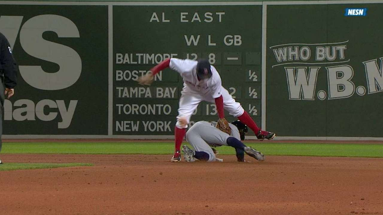 Vazquez throws out Smith