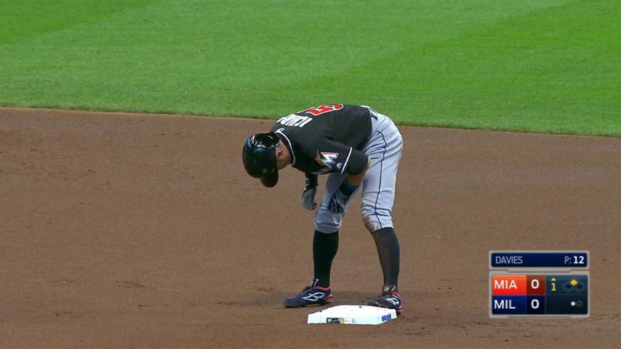 Ichiro joins elite company with 500th career stolen base
