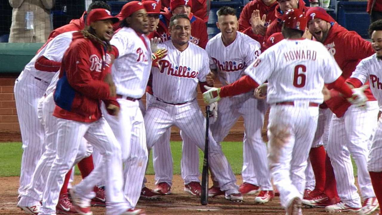 Howard's homer delivers walk-off win for Phils