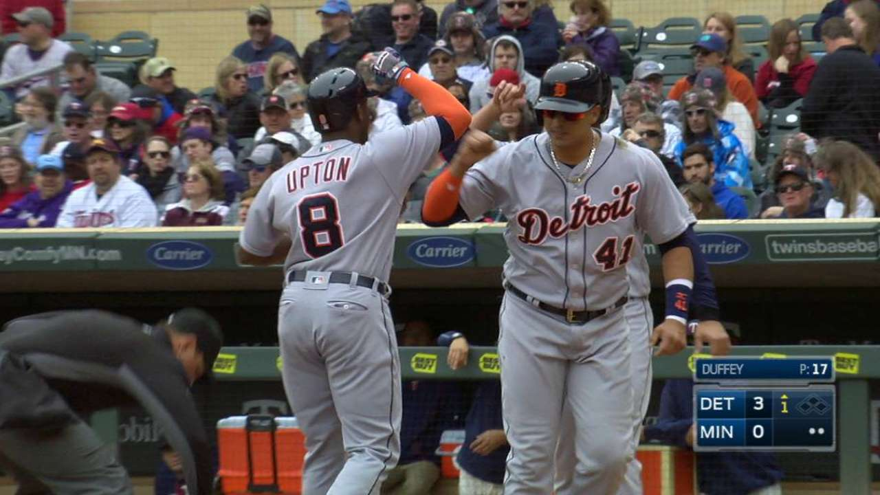Upton goes deep as Zimm moves to 5-0