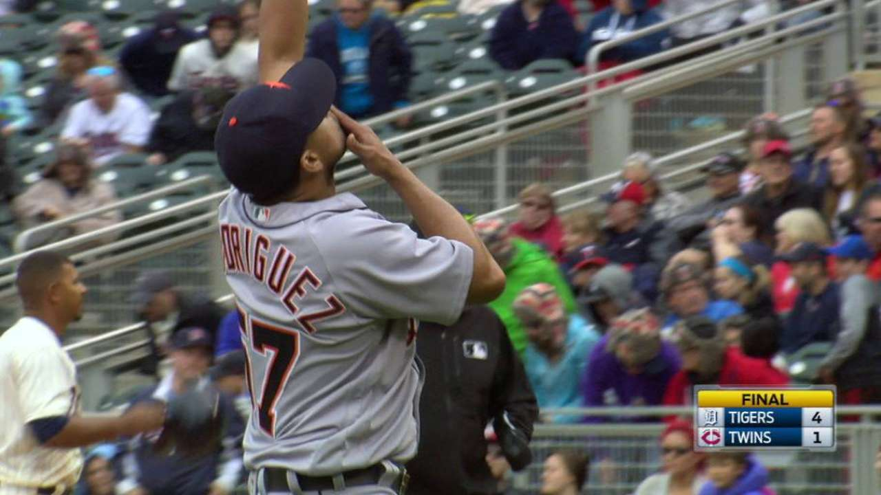 Rodriguez notches the save