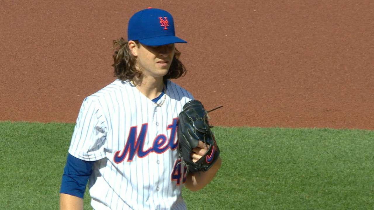 Mets win 8th straight behind deGrom, Conforto
