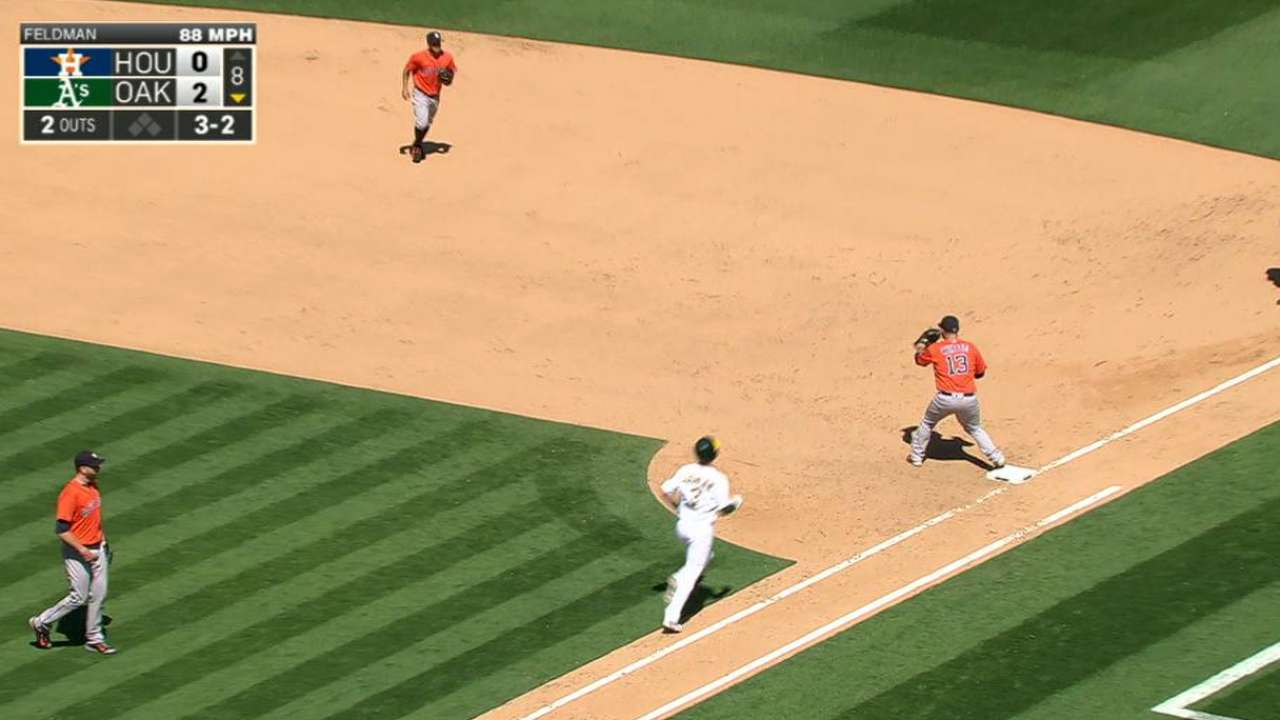 Altuve's play ends the 8th