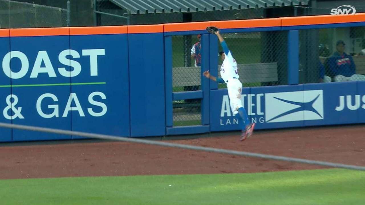 Granderson's jumping catch