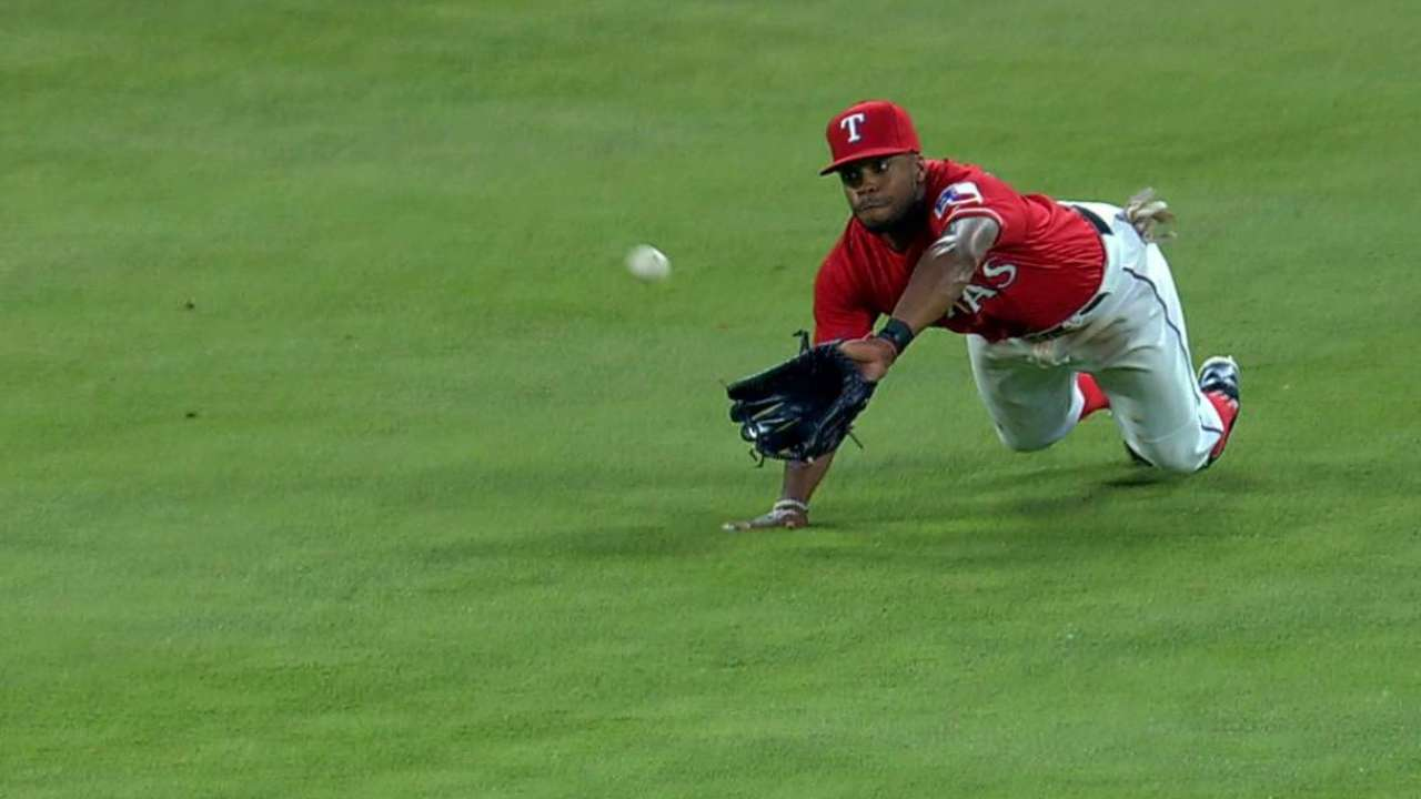 DeShields dives to rob Pujols